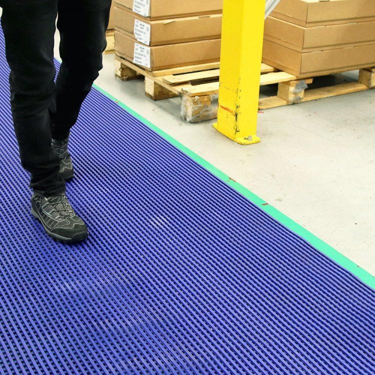 DeckStep - Arbeitsplatzmatte Multifunktionale Industriematte Schwimmbadmatte Nassraummatte