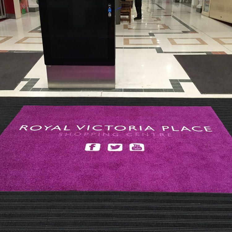 Schmutzfangmatte mit Logo Hotel und Gastronomie Eingang Einkaufscenter