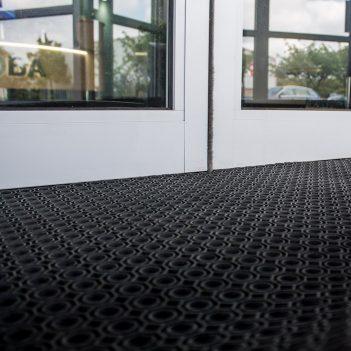 Octoroll Ringgummimatte Effiziente, widerstandsfähige Schmutzfangmatte für den Außenbereich