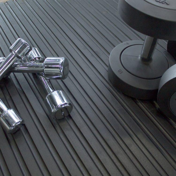 Gummimatte Schutzmatte Fitnessstudio Freihantelbereich