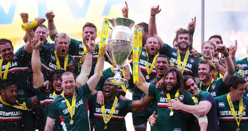 Leicester Tigers lifting Aviva Trophy