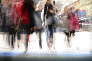 dużym natężeniem ruchu pieszego