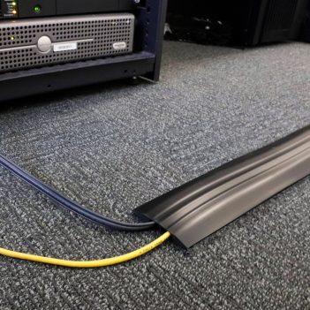Mostek kablowy Wielokanałowy Dwukanałowa ochrona kablowa Biuro Kanał kablowy