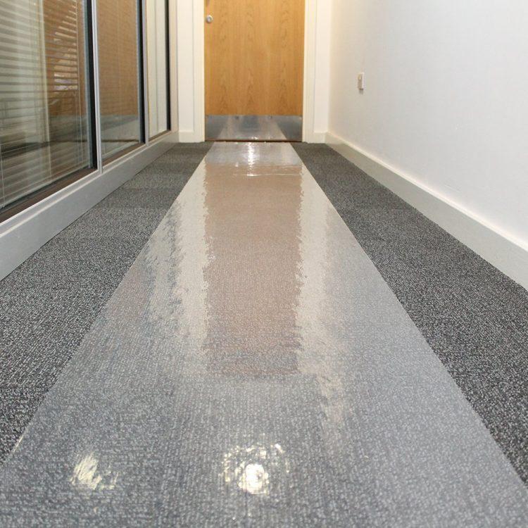Folia chroniąca podłogę Folia chroniąca podłogę Folia samoprzylepna Folia chroniąca podłogę COBAguard