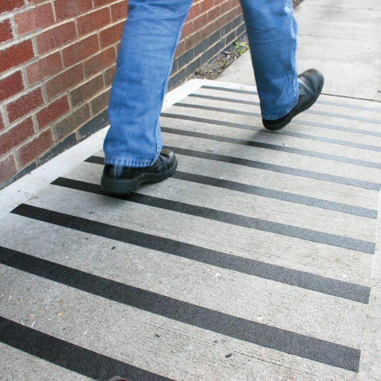 Pokrycie antypoślizgowe Taśma samoprzylepna Antypoślizgowa Zabezpieczenie podłogi Oznakowanie podłogi