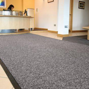 Pochłaniacz zanieczyszczeń Strefa czystego biegu Prowadnice dywanowe Prowadnice dywanowe Prowadnice dywanowe Prowadnice dywanowe