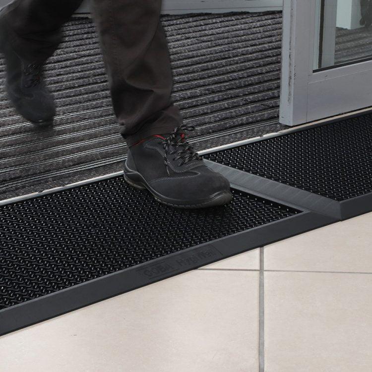 HygiWell – mata do dezynfekcji obuwia