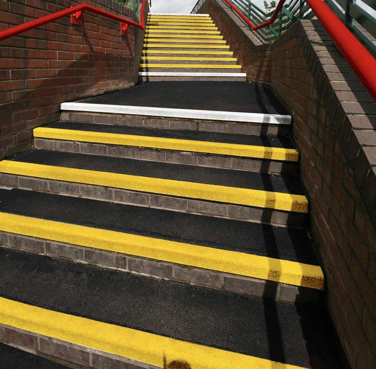 COBAGRIP schodové hrany a schodiskové nášlapy