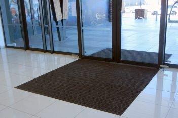 Clean Entrances at Kyalami Corner