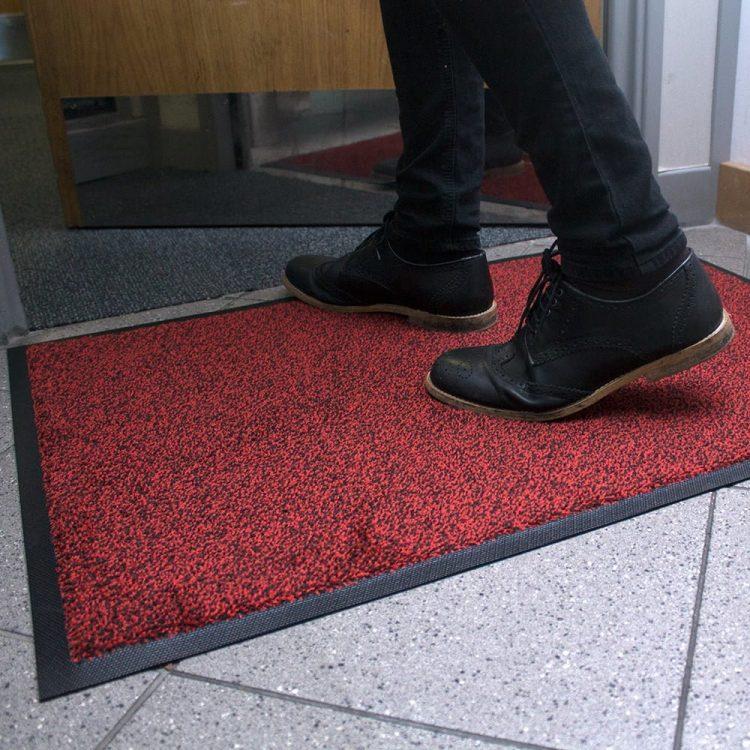 Machine washable door mat