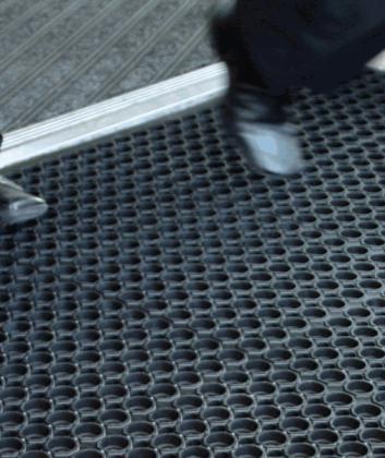 Outdoor entrance mats
